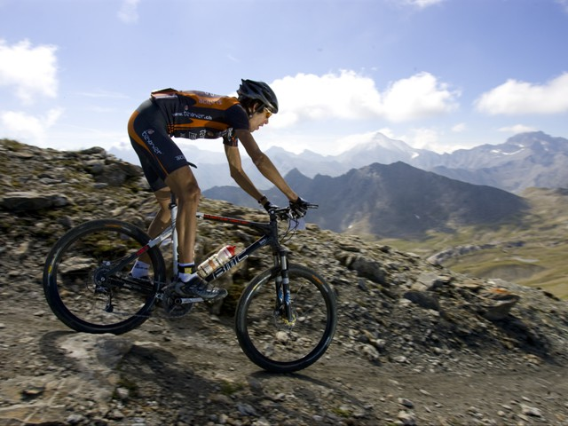 Mountainbiker im Sommerurlaub in Ischgl
