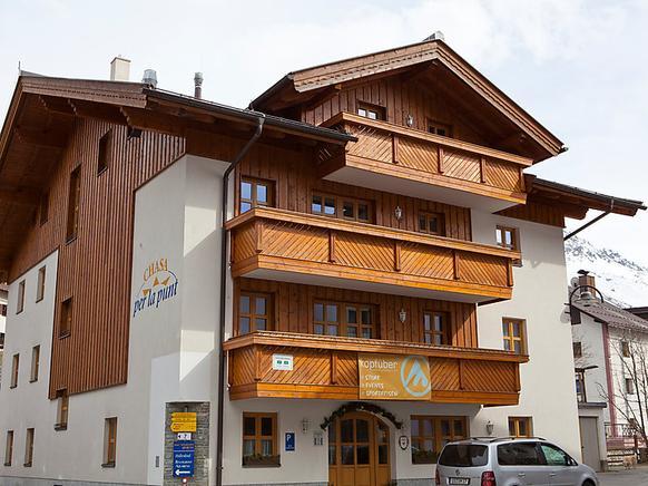 Das Kinderfreundliche Appartmenthaus Liegt Zentral Im Ort. Die Ferienwohnung  Bietet 2 Schlafzimmer, 2 Badezimmer, Spülmaschine, TV Und WLAN.