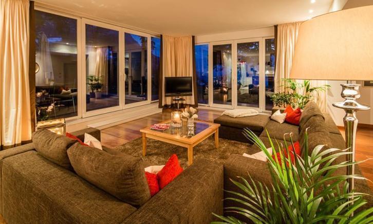 luxuri se ferienwohnung f r 8 personen mit hund in meran mieten. Black Bedroom Furniture Sets. Home Design Ideas